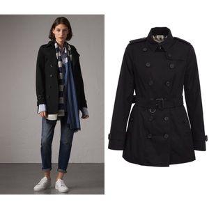 Burberry - Sandringham Short Trench Coat in Black